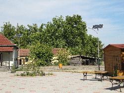 Kelebia könyvtár, napelemes térvilágítása tetőre szerelt és oszlopos kivitelben.