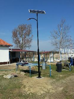 Csávolyon napelemes térvilágítás céljából UNK-MONO-8W-2013 napelemes kandeláber került telepítésre.