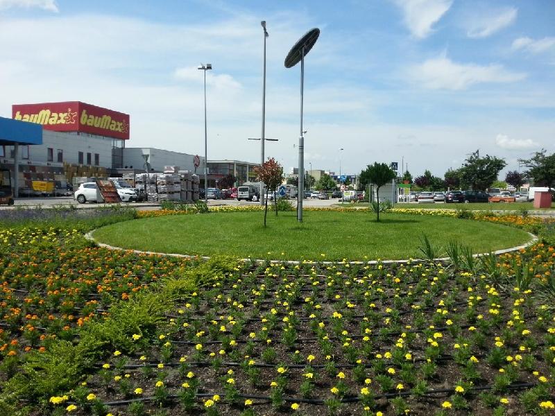 Budaörs, Baumax roundabout, solar floodlighting